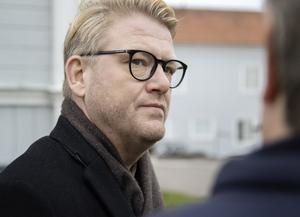 Christer Johansson ser Småstadsliv som en modern Åsa-Nisse.