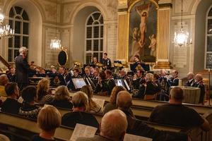 Pähr Allan Sandberg hemmahörande i Norrbo dirigerade Hemvärnets Musikkår Gävleborg. Fotograf: Kenneth Andersson.