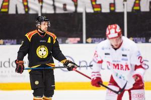 Lukas Kilström gör under torsdagens match sin 300:e i Brynäströjan. Bild: Tobias Sterner/Bildbyrån.