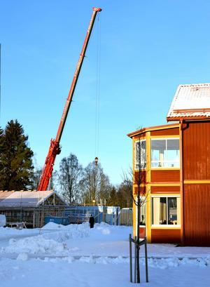 Bebyggelsen utökas på Fagerängen, det stora hyreshusområdet i Djurås.