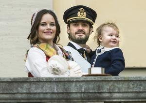 Prinsessan Sofia med prins Gabriel, prins Carl Philip med prins Alexander efter prins Gabriels dop i Drottningholms slottskyrka.