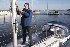 – Jag har inte märkt av det låga vattenståndet men jag har inte använt båten så mycket , jag har renoverat huset. Fint väder duger till väldigt många olika saker, säger Tord Porsander.