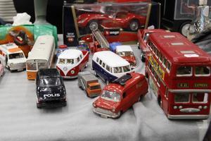 Leksaksbilar från förr och nu fanns att köpa.