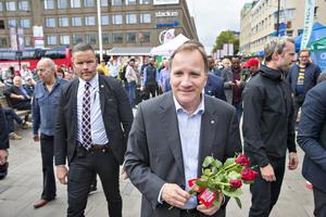 Stefan Löven gjorde ett besök på Rådhustorget i Gävle, inför kvällens stora partiledardebatt i Gavlehovshallen.