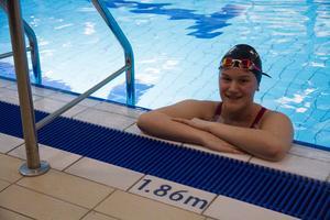 Nilea Ahlström hänger i simhallen nästan 12 timmar i veckan.
