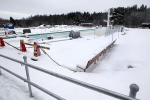 Utomhusbadet är planerat att öppna i början av sommaren.