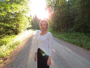 22-åriga Tuva Gustavsson får Säters kommuns ungdomskulturstipendium. Foto: Boel Nihlman.