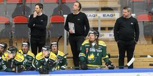 De tre vise männen följer spelet i första perioden. Markus Molin, Mikael Eriksson och Kjell-Åke Andersson.