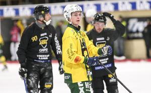 Caspher Ekström kostade också på sig att missa en straff under den första halvleken.