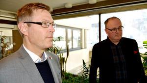 Regionrådet Erik Lövgren (S) och oppositionsrådet Per Wahlberg (M) tycker båda att det är sorgligt och tråkigt med de nya uppgifter om hemliga inspelningar som avslöjats i Thelin-affären.