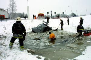 När ÖP:s lokalreporter i Krokom Matsåke Persson kom till rondellen var det fullt kaos. Foto: Matsåke Persson