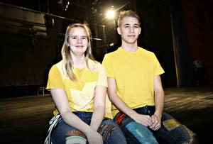 Musikaleleverna Yrja Goetzinger Palm och Charles–Robin Larsson.