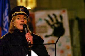 Länspolismästare Carin Götblad talar vid en manifestation med anledning av FN:s internationella dag för utplånandet av våld mot kvinnor på Sergels torg i Stockholm, 25 november, 2005. Photo: Lars Pehrson