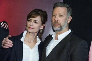 Marie Richardson spelar Lady Macbeth och Mikael Persbrandt gör titelrollen i