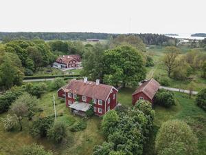 Tomtarean är 5196 m².  Foto: Carlsson Ring