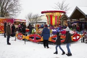 Flera barn passade på att åka karusell.