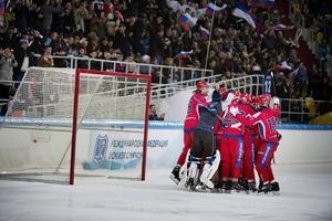 Maxim Ishkeldin, nummer 8 i den ryska jubel-klungan, ska fortsätta fundera på Sverige efter sitt VM-guld.