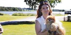 Caroline Vikström sitter i Rengsjö framtids styrelse och administrerar dess sociala medier.