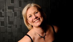 Västeråssopranen Annica Hassel bjuder in till operaluncher på 4:e teatern. Foto: Pressbild