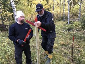 Ulf Lundgren, till vänster, är en av de drivande krafterna i SMK Söderhamns skotersektion.