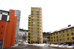 Tolv våningar hög är fastigheten Balder 1:7, som sedan många år ägs av Anders Granström.