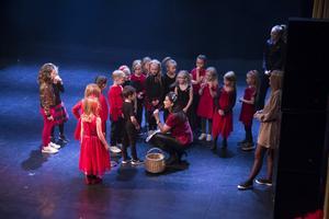 Stina Hedlund passade på att tacka samtliga dansare för den gångna terminen.