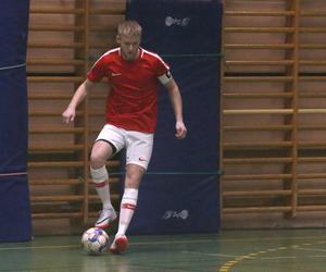 Kalle Holmberg gjorde två mål i 3–0-segern mot Hidingsta i den första matchen i Global Care futsalcup.