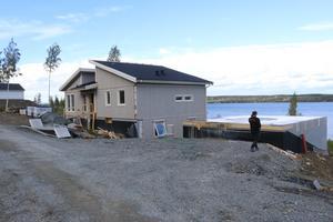 Nybygge på Frösön i Mosebacken - ett av hittills 388 beviljade bygglov för bostäder under 2018. Utsikten över Storsjön och Åsbygden blir bedårande för den familj som så småningom flyttar in.