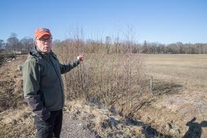 """""""Vi är jägare, vi har järnkoll på det här"""" säger Torbjörn Larsson om skjutstationerna som är placerade på åkermark som brukas året om med stora maskiner."""
