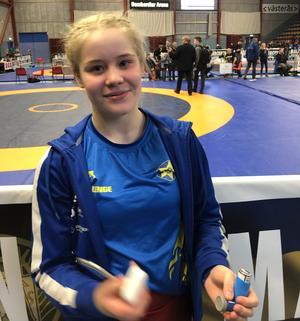 På bilden nedan så pustar Tindra Andersson ut efter sin finalseger.