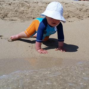 Norah möter havet för första gången.