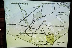 I det planerade vindkraftsområdet finns riksintresse för naturvård, kulturmiljövård, friluftsliv och vindkraft. Det berörs också av naturreservat och flera naturvårdsområden.