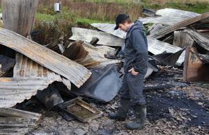 – Just nu känns allt bara tomt, säger Bertil Johans- son, som var i Mora när han fick reda på att det brann hemma.
