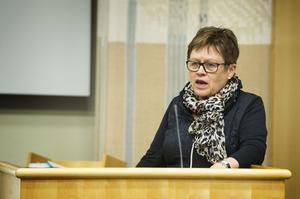 Kommunalråd Elvy Söderström (S) är tveksam till Moderaternas utspel och krav om mer pengar till föreningslivet.