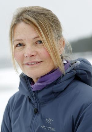Erika Enequist bor på Edsåsen och har en bakgrund på olika friluftstidskrifter som Utemagasinet, Friluftsliv och som testare av friluftsprodukter.