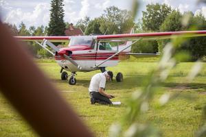 Åke Palm är en av flera frivilliga som jobbar ideellt med brandflyget.