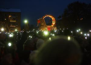 Med hjälp av hundratals mobillampor invigdes Gävlebocken 2019.