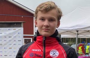 Nils Danneskog från Harmånger tävlande för Sundsvall Biathlon tog brons vid Rullskidskytte-SM i Dala-Järna.