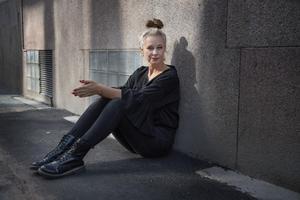 Sara Stridsberg får ofta frågor om varför hon bara skriver om utsatta personer.