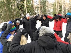 Lärare från Åvestadalskolan övar skogslekar.