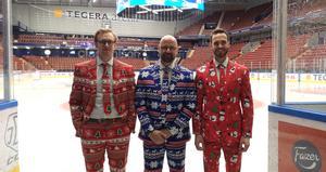 Anton Bokull, Lars Stenmark och Steven Cherekos överraskade alla med sina julkostymer.