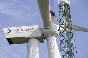 Läsarbild: Gunnar Sjöberg. Sista justeringarna. Enligt Tomas Ljungsberg, vd på Erken Drift som äger vindkraftverket, är de nya lagren uppgraderade, förstärkta och bättre rostskyddsbehandlade än de som orsakade olyckan förra våren.