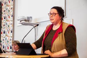 Oppositionen avslöjar inte i förväg hur de ställer sig till att rekrytera ny kommunchef förklarar Petra Modée (V).