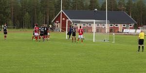 Sveg skickar in kvitteringen men glädjen blev kortvarig då målet dömdes bort för offside.