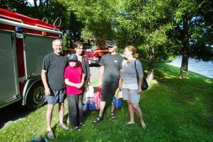Mannen som ramlade i vattnet hade tur att Sven Olof Ek, Niklas Ek, Anna-Karin Ek Rauno Rautio och Britt Rautio passerade förbi på gångvägen. Utan deras snabba och rådiga ingripande hade tillbudet kunna sluta illa.