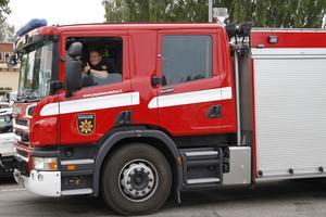 Kerttu Ylimartimo och Marko Tolonen är två av brandmännen som kommit hit för att kämpa mot skogsbränderna.