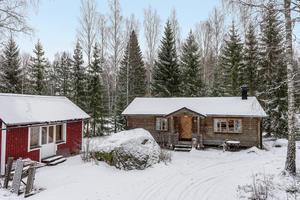 Timrat fritidshus i Dyviken. Foto: Svensk Fastighetsförmedling Säter