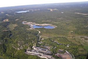 Stora Vika kalkbrott ligger naturskönt intill industriområdet i Stora Vika. Foto: Berndt Österholm