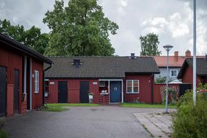 Kopparstaden tar bland annat över dessa parhus på Ramvägen i Korsnäs i Falun, när kommunen och det allmännyttiga bolaget nu gör en större bytesaffär av fastigheter. Foto: Kopparstaden AB