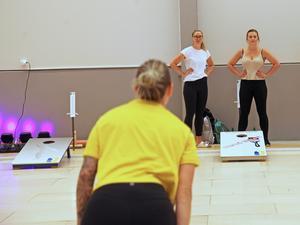 Sofia Mabergs siktar... Hon och Sara McManus(i vit tröja) tävlade tillsammans i dubbel under söndagen.